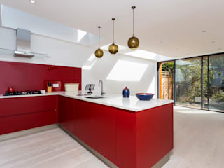 Albion Road Minimalist kitchen by IQ Glass UK Minimalist