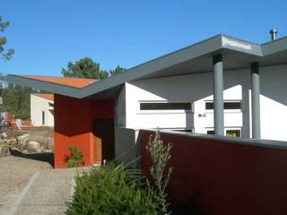 Eclectic style houses by GUIDA_Gabinete de Urbanismo, Interiores, Desenho e Arquitetura Eclectic