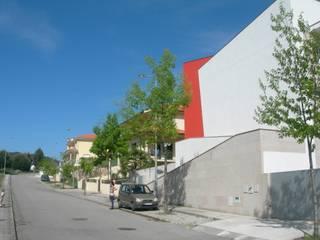 by GUIDA_Gabinete de Urbanismo, Interiores, Desenho e Arquitetura Мінімалістичний