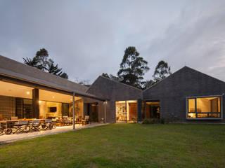 Industrial style houses by toroposada arquitectos sas Industrial