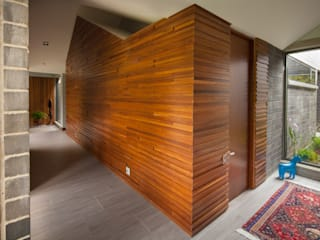 Paredes y pisos de estilo industrial de toroposada arquitectos sas Industrial