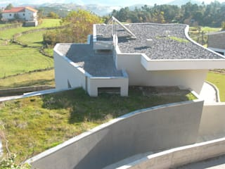 by GUIDA_Gabinete de Urbanismo, Interiores, Desenho e Arquitetura Еклектичний