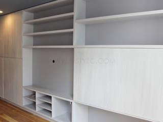 Vista general: Salas multimedia de estilo minimalista por MSTYZO Diseño y fabricación de mobiliario
