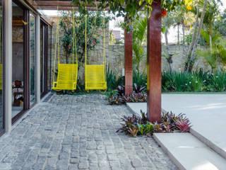 Egzotyczny ogród od Le Jardin Arquitectura Paisagística Egzotyczny