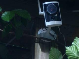 Diskrete Smarthome Video-Kamera Installation Elektriker Rothgaenger Moderner Garten