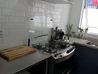 Cozinha gourmet Cozinhas escandinavas por R.E. Projetos Escandinavo