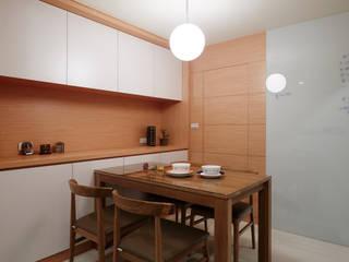 為了孩子的成長與居家的舒適 弘悅國際室內裝修有限公司 餐廳 木頭 Wood effect
