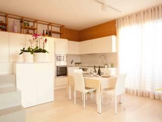 LA CASA DI MINA Cucina minimalista di Marianna Porcellato Porvett Minimalista