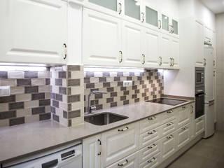 Grupo Inventia Cocinas de estilo rústico Azulejos Marrón