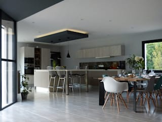 Modern kitchen by Agence Maïlys MOUTON Modern