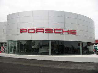 Stand Porsche: Escritórios e Espaços de trabalho  por Espaços de Mim
