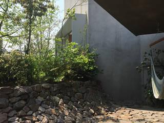 Garden by 倉橋友行建築設計室, Eclectic