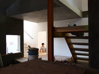 Living room by 倉橋友行建築設計室, Eclectic
