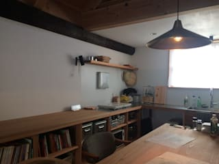 Kitchen by 倉橋友行建築設計室, Eclectic