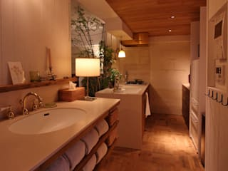 Mimasis Design/ミメイシス デザイン Rustic style bathroom Wood Beige