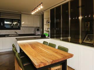 Dining room by 일곱기둥 인테리어
