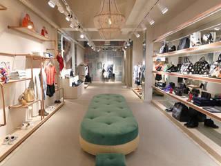 Tienda: Oficinas y Tiendas de estilo  de emmaolivestudio