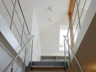 Privathaus Wiesbaden, Dachgeschoss Moderne Wohnzimmer von ketterer innenarchitektur Modern