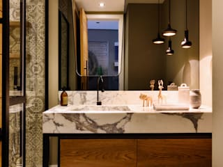 GUNDOGAN SUMMER HOUSE 現代浴室設計點子、靈感&圖片 根據 Esra Kazmirci Mimarlik 現代風