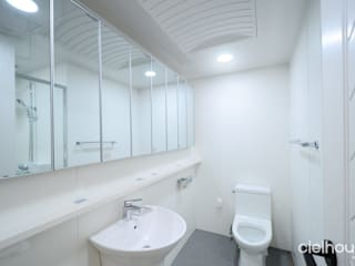 Modern style bathrooms by 씨엘하우스 Modern
