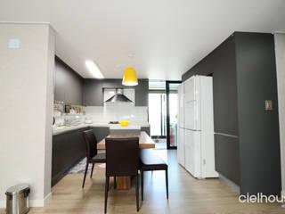 Modern Dining Room by 씨엘하우스 Modern