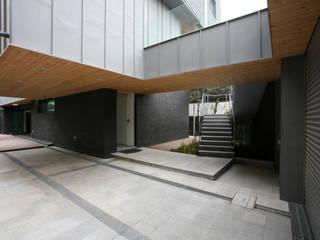 성당동 검은 벽돌집 모던스타일 주택 by 건축사사무소 힘 모던