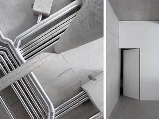Corredores e halls de entrada  por Studio KNACK , Minimalista