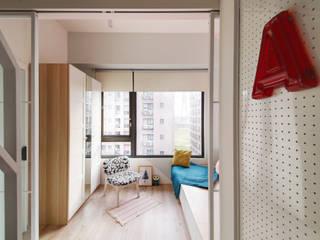 Dormitorios escandinavos de 一葉藍朵設計家飾所 A Lentil Design Escandinavo