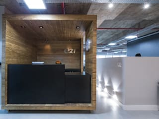 Superstudiob Industrial style commercial spaces Solid Wood Wood effect