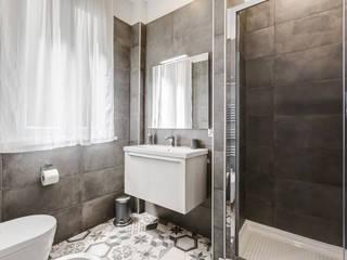GuestHouse Baldo degli Ubaldi: Bagno in stile in stile Moderno di Luca Tranquilli - Fotografo