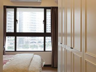 溫馨古典的臥室營造輕鬆休憩的氛圍,讓人一夜好夢:  臥室 by 弘悅國際室內裝修有限公司