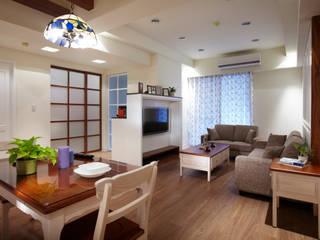Salas de estilo rural de 弘悅國際室內裝修有限公司 Rural