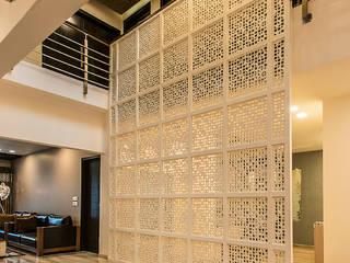 Hành lang by Studio An-V-Thot Architects Pvt. Ltd.