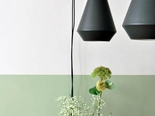 Woonkamer met leefkeuken: moderne Eetkamer door Studio 8791 Interieurarchitecten