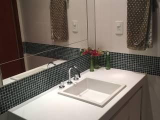 banheiro social Banheiros modernos por Giovanna Brigatti arquitetura + design Moderno