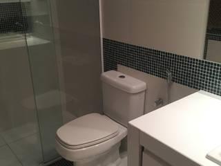 banheiro social Banheiros minimalistas por Giovanna Brigatti arquitetura + design Minimalista