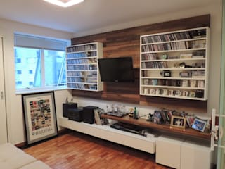 Sala de TV: Salas de estar  por Giovanna Brigatti arquitetura + design