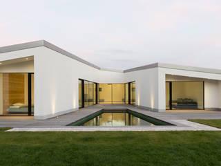 Haus BAF: moderne Häuser von Studio KNACK