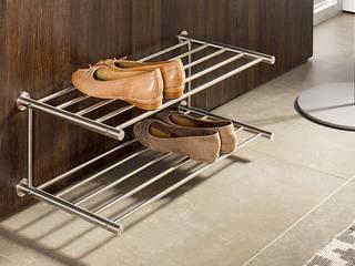 Schuhregale und Schuhablagen in Edelstahl Design von PHOS Design GmbH Minimalistisch