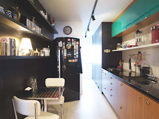 Kitchen by Lelalo - arquitetura e design, Modern