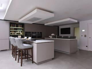Mr and Mrs Walshaw:  Kitchen by Diane Berry Kitchens