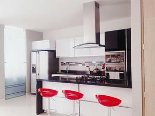 Cocinas de estilo minimalista de CONSTRUCTOR INDEPENDIENTE Minimalista