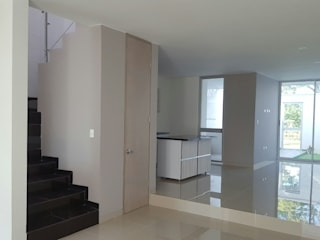 by CONSTRUCTOR INDEPENDIENTE Modern