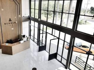 งานออกแบบตกแต่งภายใน BEDHUB HOTEL:   by INNHOMEDESIGNSTUDIO