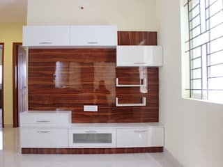 TV Unit Online:  Living room by Scale Inch Pvt. Ltd.