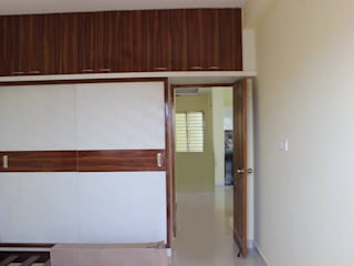 Wooden Wardrobe Online India Asian style bedroom by homify Asian Plywood