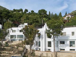 PINARES DE SAN ANTON: Casas de estilo  de HABITANTE
