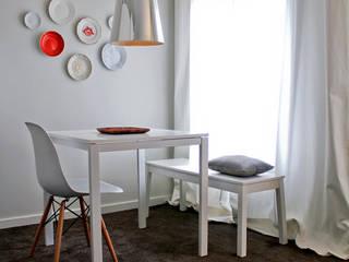 Sala de Jantar: Salas de jantar modernas por Tangerinas e Pêssegos - Design de Interiores & Decoração no Porto