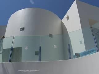 Volúmenes: Casas de estilo  de Estudio de Arquitectura, Interiorismo, Decoración y Urbanismo