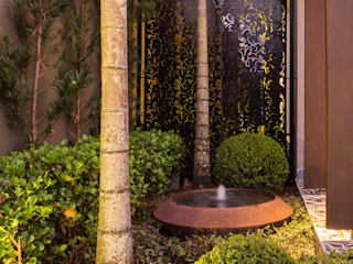 Tropical style garden by Le Jardin Arquitectura Paisagística Tropical